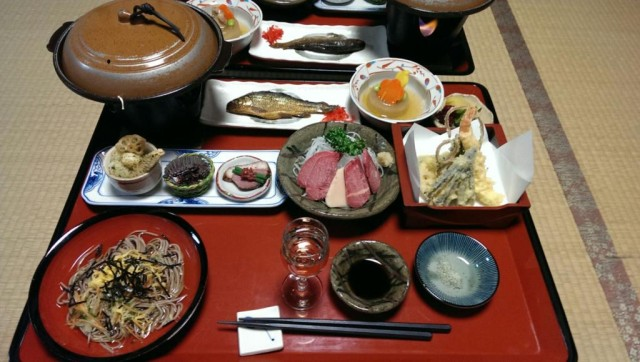Our stay in the beautiful Minshuku 'Daikichi' in the tiny post-town Tsumago. Such a great meal. Note the thawed horse sashimi in the middle.